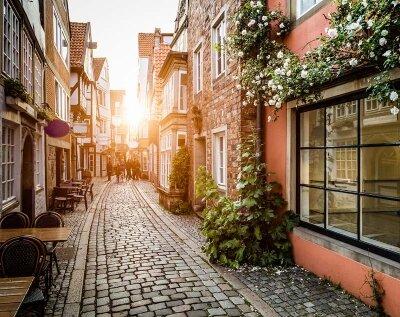Фотообои улица,залитая солнцем