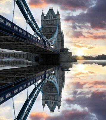 Фотообои Отражение моста в Темзе