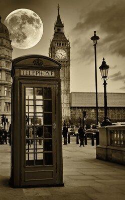 Винтажные фотообои Телефонная будка