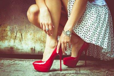 Винтажные фотообои Красные туфли