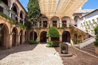 Фотообои Двор старого поместья