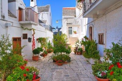 Фотообои Старый двор в Греции