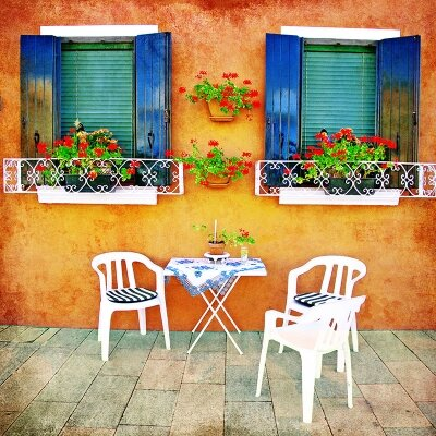 Фотообои Яркие окна с цветами