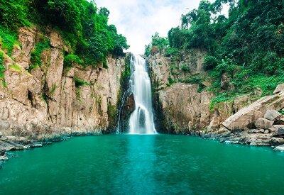 Фотообои Водопад в ущелье