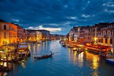 Фотообои для спальни Венеция вечером