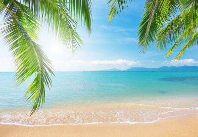 Фотообои для спальни Волны на пляже