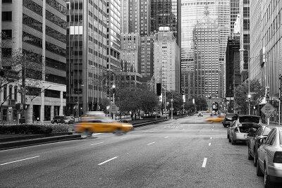 Черно-белые фотообои Такси в городе