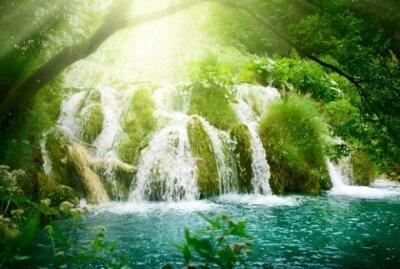 множество водопадов